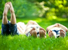 children-lying-in-grass